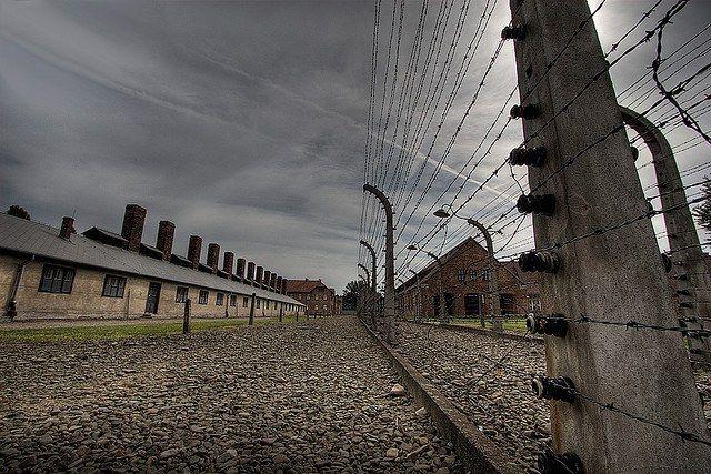 Чем лагерь военнопленных во времена вов отличался от концлагеря