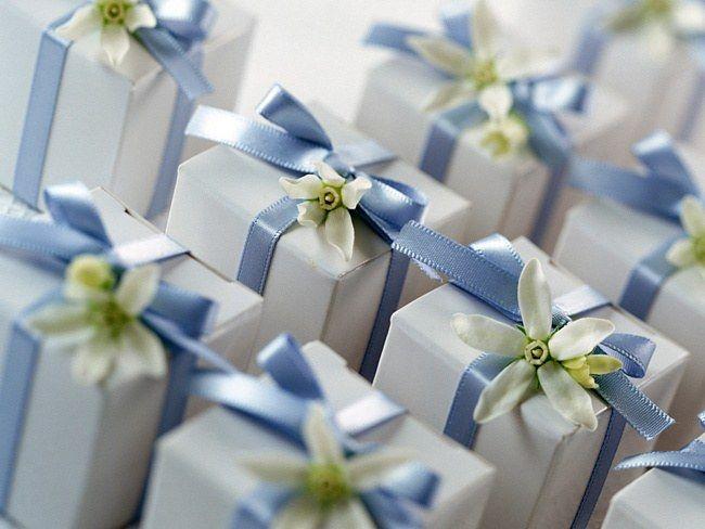Что подарить на день рождения малознакомому человеку
