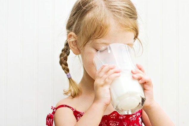 Как давать козье молоко ребенку