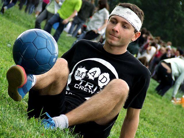 Как делать футбольные финты