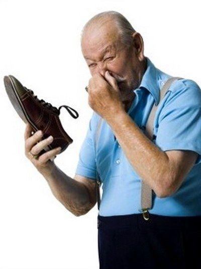Как избавить обувь от пота