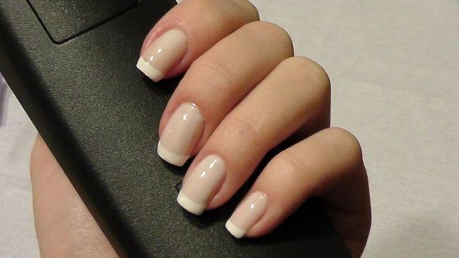 В идеале ногти должны быть гладкими и ровными.