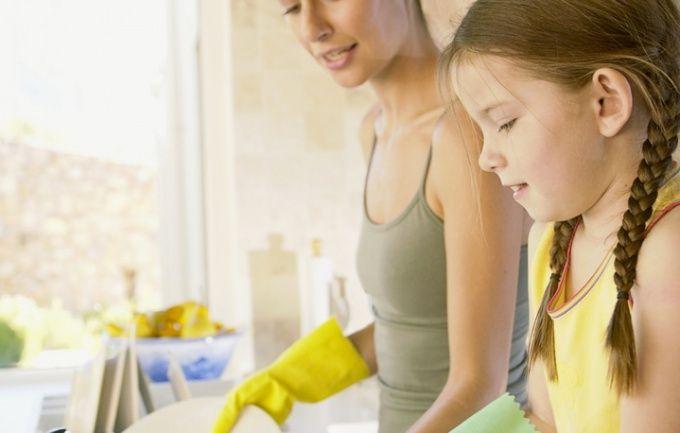 Пятно на одежде может появиться во время мытья посуды