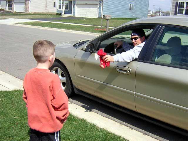 Как научить ребёнка правильно вести себя с незнакомыми людьми