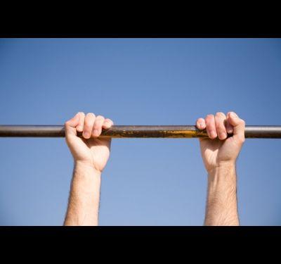 Как научиться делать выход силой на две руки