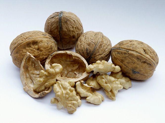 Как очистить грецкие орехи