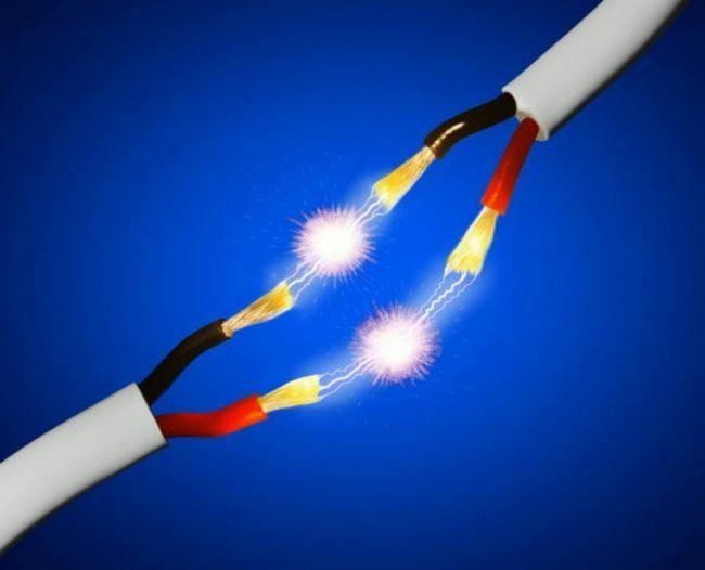 Как освободить человека от электрического тока