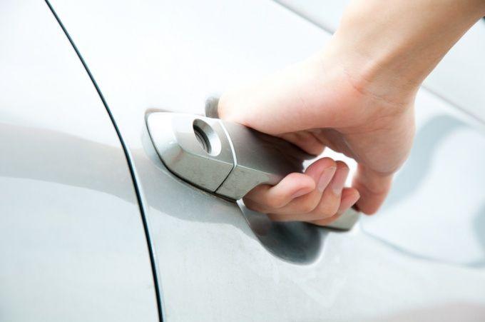 Как открыть дверь автомобиля без ключа