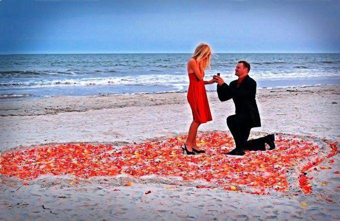 Как подарить девушке кольцо