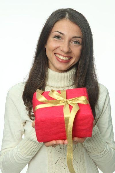 Как подарить девушке подарок