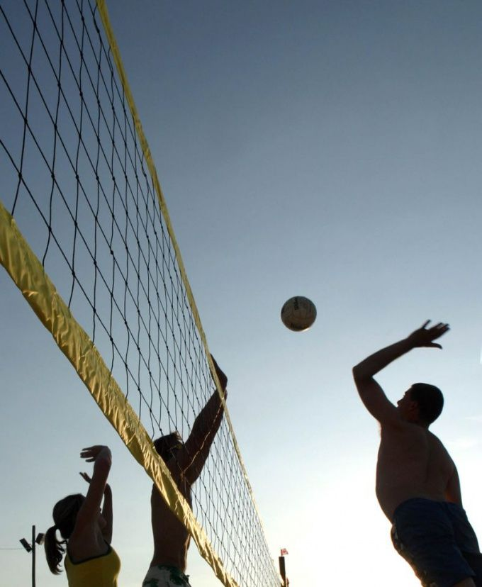 Как подавать в волейболе