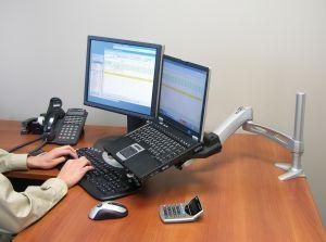 Монитор можно подсоединить даже к ноутбуку в качестве второго дисплея