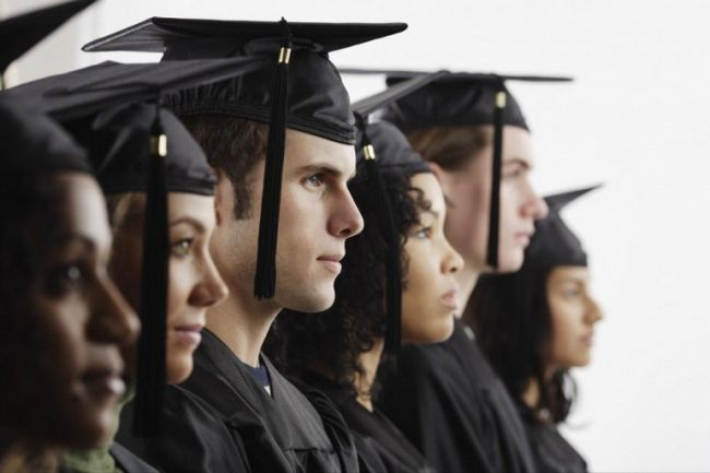 Как поздравить выпускника вуза