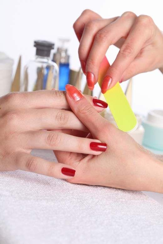 Как привести ногти в порядок