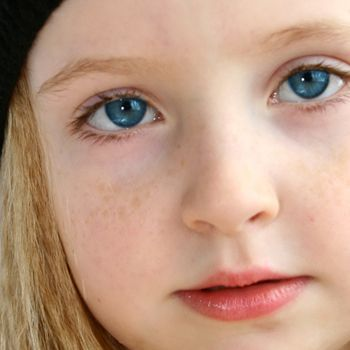 Как сделать голубые глаза в фотошопе