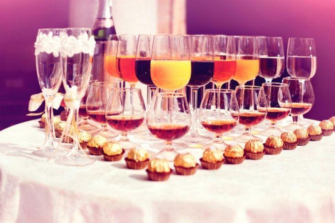 Как смешивать вино с крепким ликером