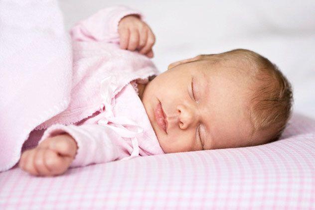 Как укладывать спать грудничка