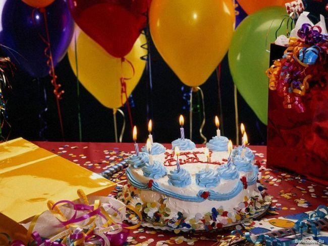 Как украсить праздничный стол к юбилею пожилого человека