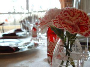 Как украсить стол к празднику