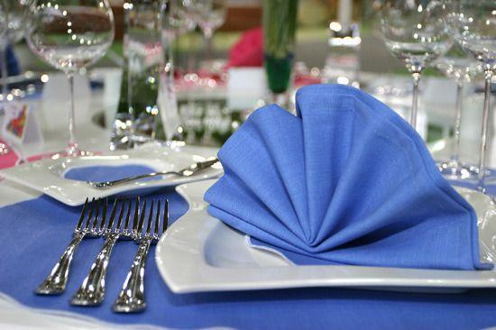 Как украсить стол салфетками