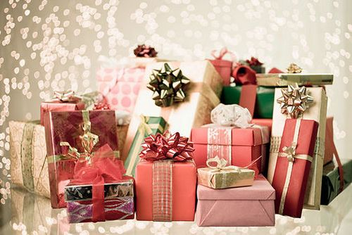 Упаковка подарков создает праздничное настроение