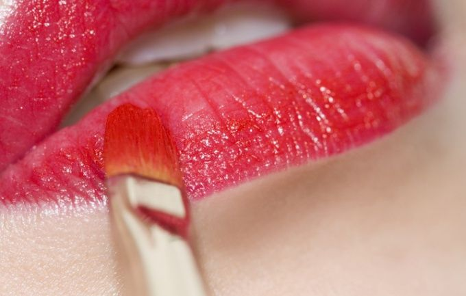 Как увеличить губы в домашних условиях