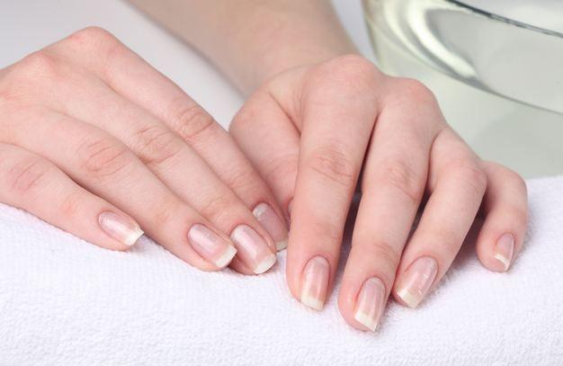 Как вылечить ломкие ногти