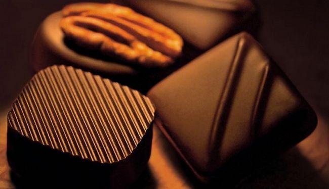 Как вывести пятна от шоколада