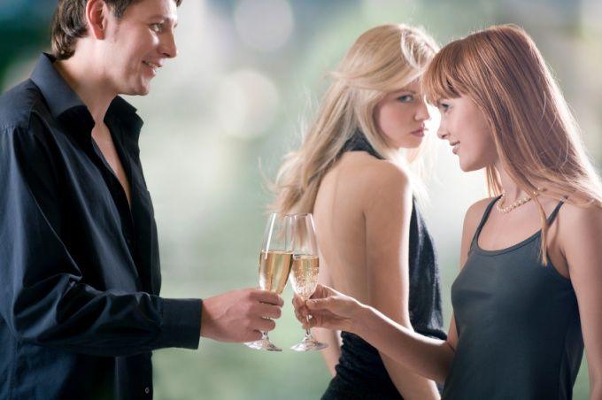 Ревность - палка о двух концах. Возможно она поможет укрепить ваши отношения, а может все разрушит