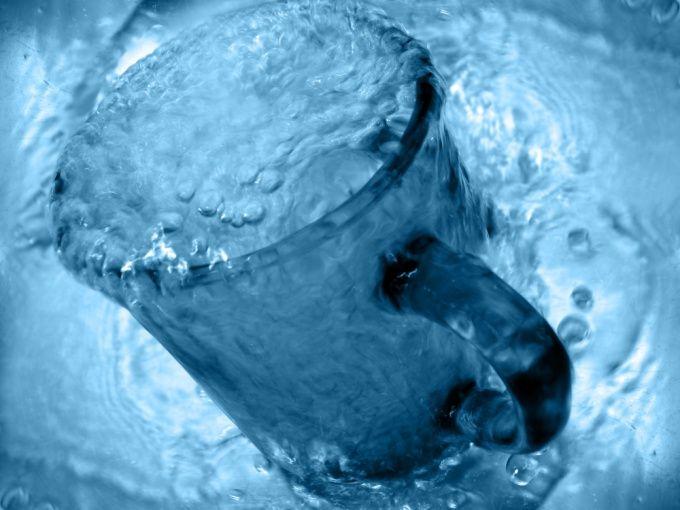 Как заставить закипеть жидкость, охлаждая сосуд