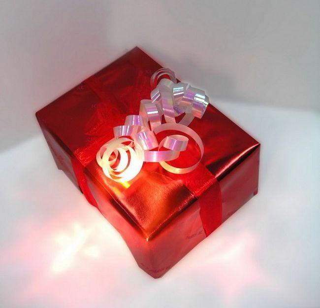 Передаривать подарки - плохая примета?