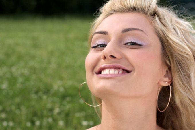 Как научиться улыбаться