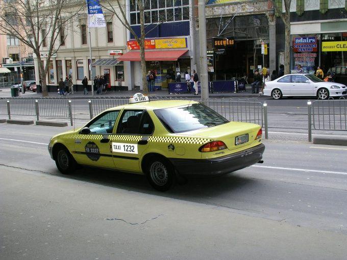 Автомобили вашего таксопарка должны быть узнаваемы в потоке уличного движения