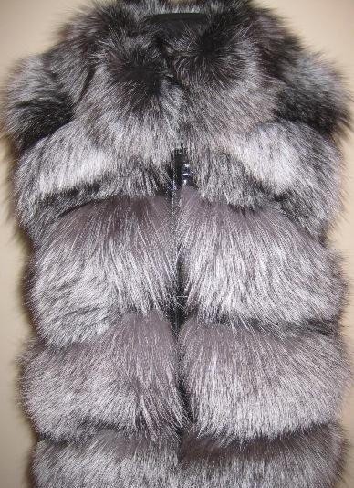 Мех чернобурки обязательно имеет три цвета.