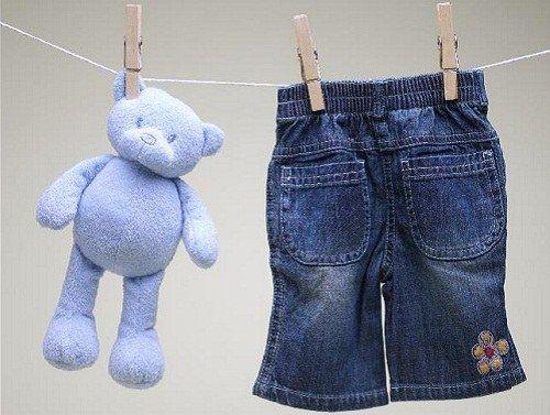 Как отстирать пятна с детской одеждой