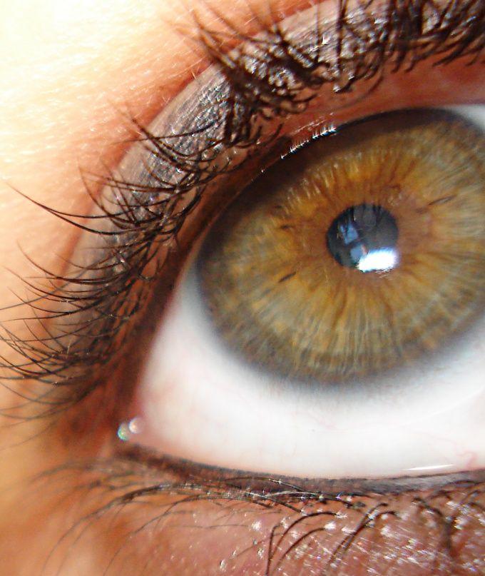 Как поменять цвет глаз без линз