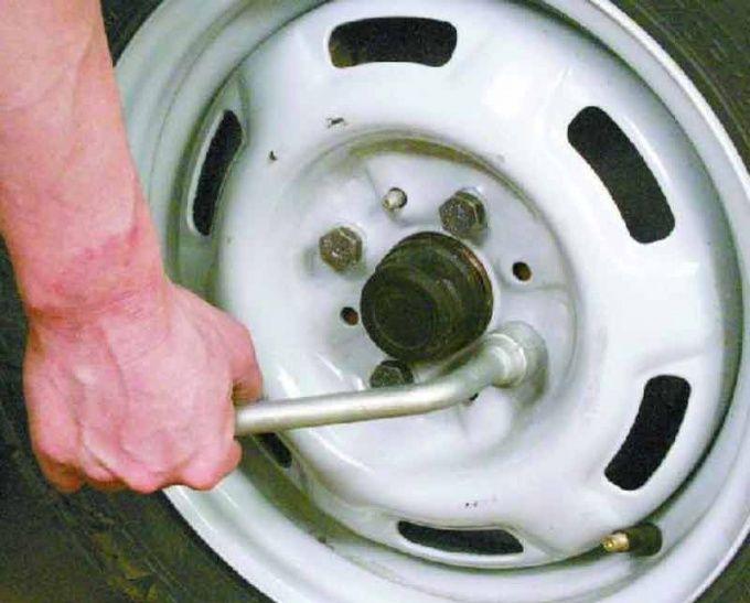 Процесс замены колеса специально облегчен для быстрой замены