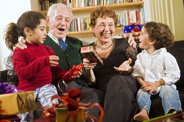 Как поздравить в день рождения деда