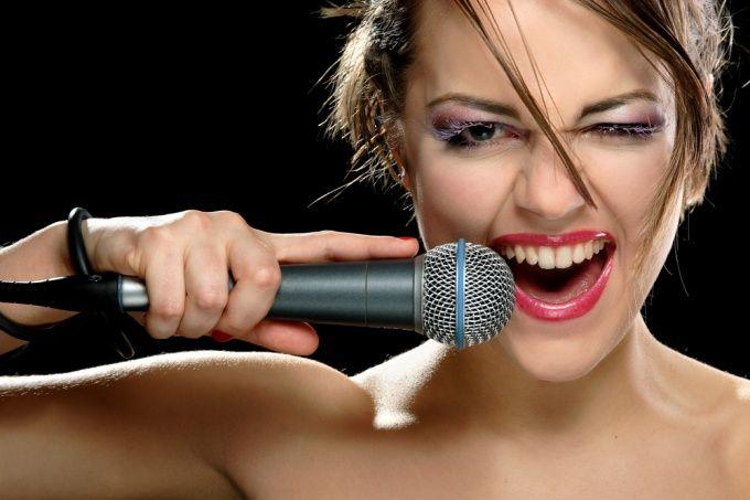 Как стать певицей