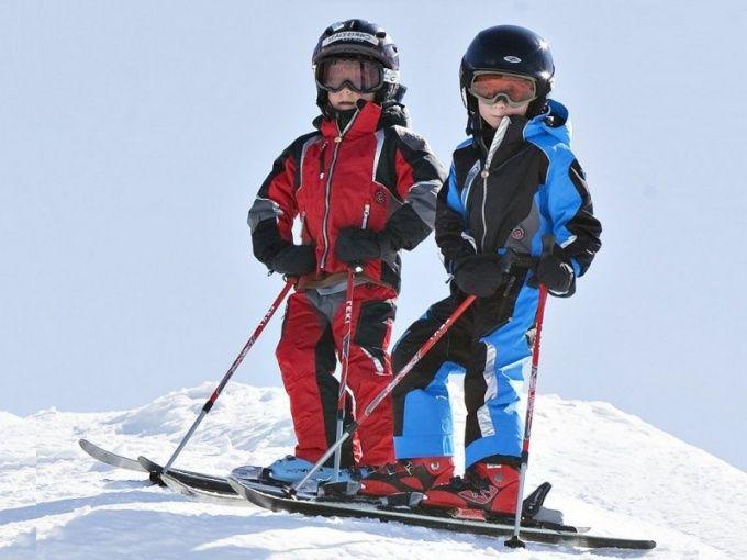 Как выбрать коньковые лыжи